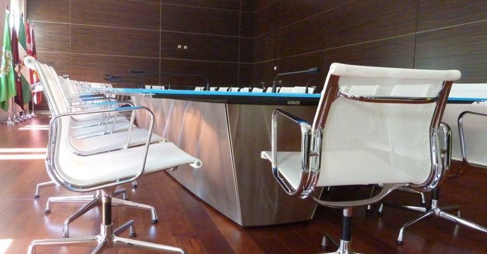 Mesa de reuniones Casa Árabe